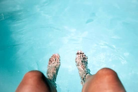 What causes toenail fungus 7 reasons why people get infected for Swimming pool fungus treatment
