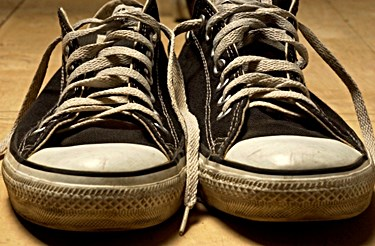 Best Way to Sanitize & Deodorize Shoes