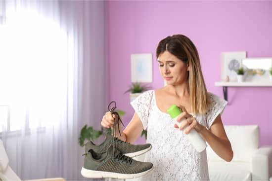 How do you disinfect smelly shoes?