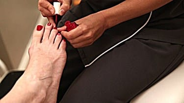 How to Clear Up Yellow Toenails from Using Nail Polish