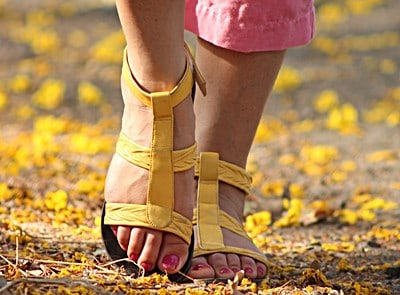 Wear shoes that allow the feet to breathe